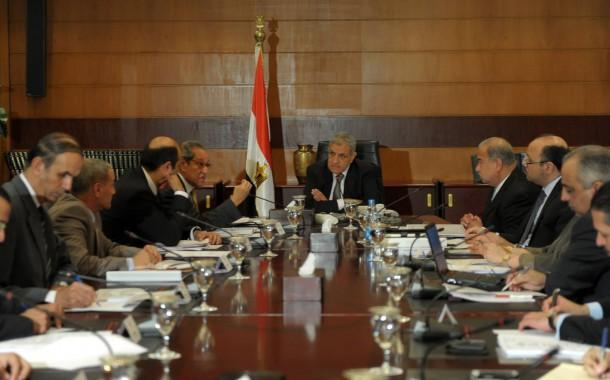 """الحكومة توافق على تعديل """"تقسيم الدوائر"""" وتنظيم الحقوق السياسية"""